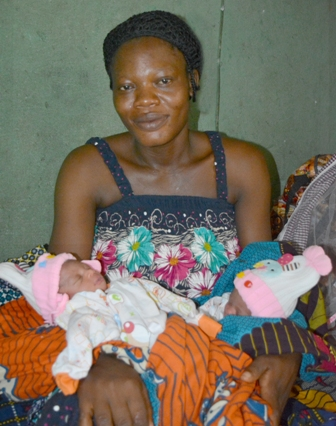 twins2 MIRACLE: WOMAN GIVES BIRTH TO TWINS 14 YEARS AFTER