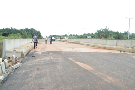 DSC_0091 CONSTRUCTION OF OLD LAGOS/ASABA ROAD: RESIDENTS COMMEND OKOWA