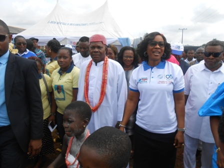 DSCN5257 LARGE TURNOUT AS DAME EDITH OKOWA FLAGS OFF GRASSROOT MEDICAL OUTREACH