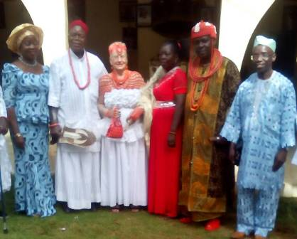 IMG-20180523-WA0005 PROFESSOR ALIZOR, WIFE BAG CHIEFTAINCY TITLES
