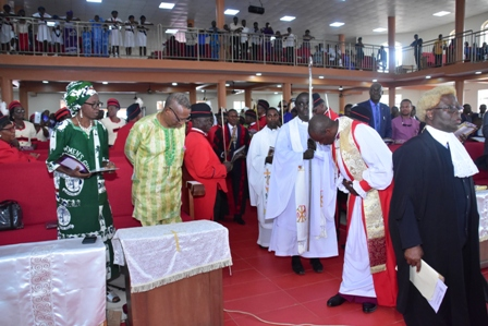Bishop-Ekpenisi-acknoledging-Revd.-Onekpe-and-his-wife-during-the-precession REVD EKPENISI ENTHRONED BISHOP OF IKA DIOCESE