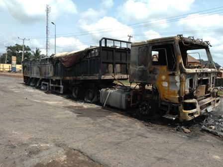 IMG_20190409_104802 DANGOTE TRUCK BURNT TO ASHES IN AGBOR