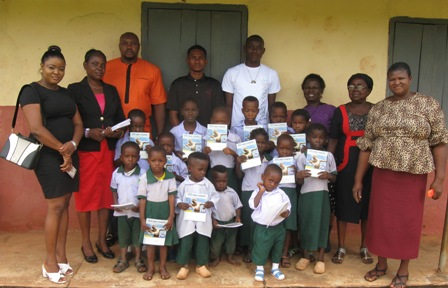 IMG_0130 OTU NMU AGBOR, USA DONATES NOTEBOOKS TO PUPILS